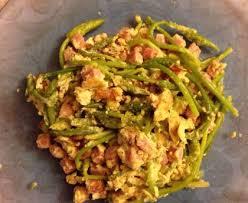 cuisiner asperge omelette aux asperges sauvages de ma maman recette de omelette aux
