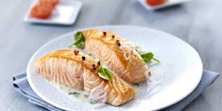 cuisiner pavé de saumon au four pavé de saumon au four crème fraîche recettes femme actuelle