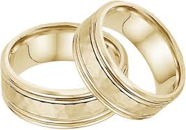 gold wedding sets hammered edged wedding band set in 14k yellow gold
