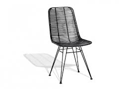 chaise tress e chaise en rotin noir tressé pièce à vivre