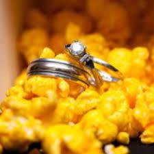Garretts Popcorn Wedding Favors by Garrett S Popcorn Favors For A True Chicago Wedding One Day