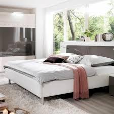 Schlafzimmer Einrichten Fotos Gemütliche Innenarchitektur Schlafzimmer Gestalten Metallbett