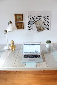 Diy Pallet Desk Diy Pallet And Sawhorse Desk Tutorial Simple Stylings