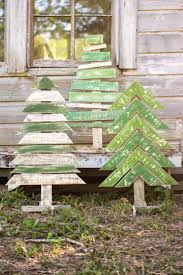 Best Outdoor Christmas Decorations by Top 25 Best Wooden Christmas Crafts Ideas On Pinterest Rustic