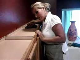 Cleaning Grease Off Kitchen Cabinets Cleaning Wood Top Cabinets In Kitchen In Spring Cleaning Is A Must
