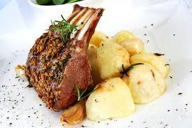 cuisiner un carré d agneau recette le carré d agneau aux herbes