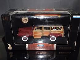 surf car road signature 1 18 scale 1948 ford woody with surf board and 24k