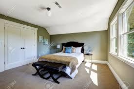 Schlafzimmer Beige Wand Schlafzimmer Interieur Mit Beige Teppichboden Und Grünen Wänden
