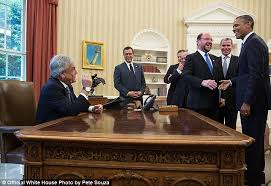 obama at desk sebastián piñera chilean president justifies breaking protocol and