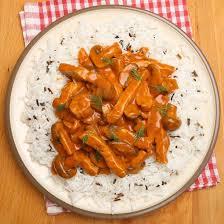 cuisiner restes de poulet recette reste de poulet aux chignons et tomates facile rapide