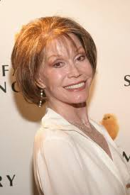 all of mary tyler moore u0027s hairstyles were absolutely timeless u2014 photos