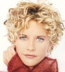 coupe de cheveux fris s coupe cheveux frisés courts femme blond couleur des cheveux