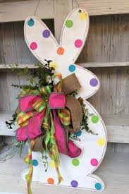 Pinterest Wooden Easter Decorations by Wooden Easter Bunny Tutorial Crafts Diy Easter Decorations How
