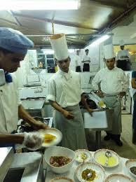 cours de cuisine par cours de cuisine traditionnelle assuré par l ensemble de la brigade