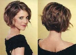 how to stlye a stacked bob with wavy hair stacked curly bob haircut short hairstyles for women via medium