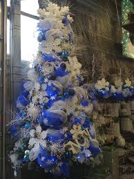 Christmas Tree With Blue Decorations - christmas tree decorating tutorial
