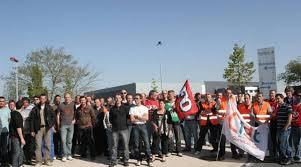 systeme u siege social 150 grévistes devant le siège de système u ouest près de nantes