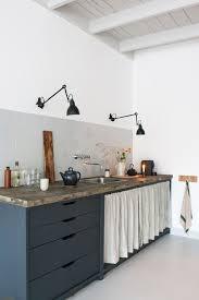 rideau pour meuble de cuisine les 25 meilleures idées de la catégorie les rideaux de placard sur