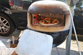 wood fired pizza on the pizzaforge bbq oven with pizzahacker do