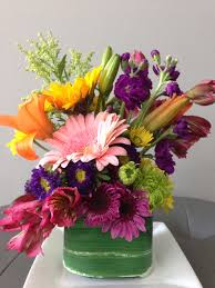 inexpensive flowers diy inexpensive flower arrangement using a 10 mix bunch from tom