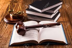 imagenes de archivo libres de derechos código de derecho martillo y los libros fotos retratos imágenes y