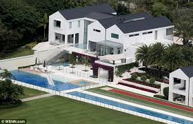 tiger woods house a gaping gap in tiger woods 60 million mansion puts property at