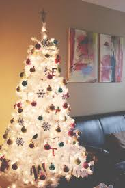 white christmas tree mama had all red bulbs it was beautiful but