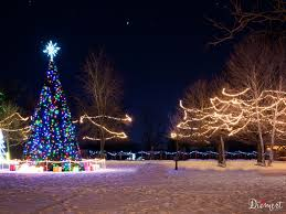 Homes Decorated For Christmas by Best Places To See Christmas Lights In Snohomish County Wa