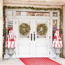 Christmas Decorating Front Entrance by 10 Ways To Take Christmas Onto Your Front Porch