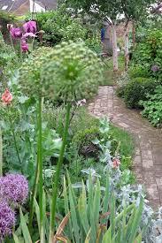 best 25 cottage gardens ideas on pinterest small cottage garden