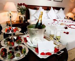 Romantic Ideas For Her In The Bedroom Best 25 Romantic Room Surprise Ideas On Pinterest Surprise Date