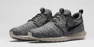 rosch runs nike flyknit roshe run colorways available now
