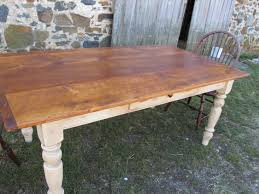Pine Table White Pine With Turned And Taperd Legs Painted In Shades Of White