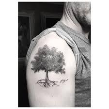 dotwork oak tree on right shoulder