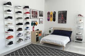 design schuhregal ikea and hypebeast design the ideal sneakerhead bedroom display