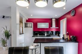 cuisine blanche mur framboise cuisine couleur framboise merveilleux cuisine blanche mur