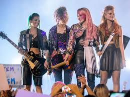 Hologramm Le Review Jem And The Holograms Is Not A Bad The Sue