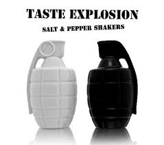 funny salt and pepper shakers found shit salt and pepper funny bizarre amazing pictures