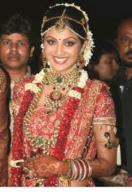 indian wedding garlands wedding flowers shilpa shetty with flowers