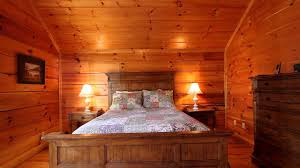 Shoot The Moon Bedroom Luxury Cabin In Pigeon Forge TN - 5 bedroom cabins in pigeon forge tn