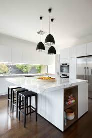 ilot cuisine blanc fenêtres cuisine horizontales îlot central en marbre blanc