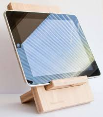 support tablette tactile cuisine le support de tablette tactile nixo par osmose le bois
