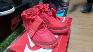 Jual Sepatu Nike Air Yeezy berburu sneakers original merek merek top ada yang berbandrol