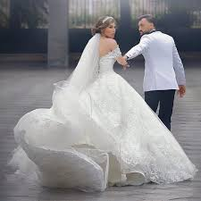 brautkleider mit schleppe luxus brautkleider weiß spitze prinzessin hochzeitskleider mit