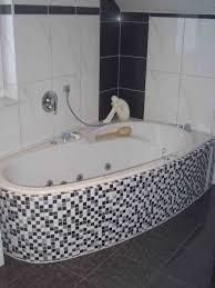 mosaik im badezimmer gewinnend mit muster mosaikfliesen wei gewinnend bad fliesen