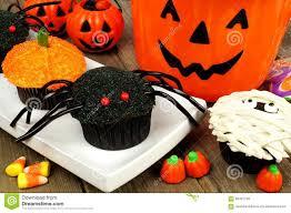 Cupcake Decorating Halloween Decorated Halloween Cakes Kolanli Com