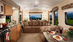 5th Wheel Living Room Up Front by Good Sam Highways Praises Vantage