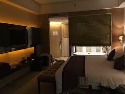 chambre avec baignoire chambre et salle de bain avec baignoire et tv picture of howard