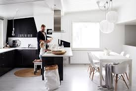 10 play with black and white contrasts kitchen design