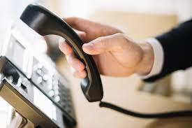 telephone bureau homme à l aide de téléphone au bureau télécharger des photos